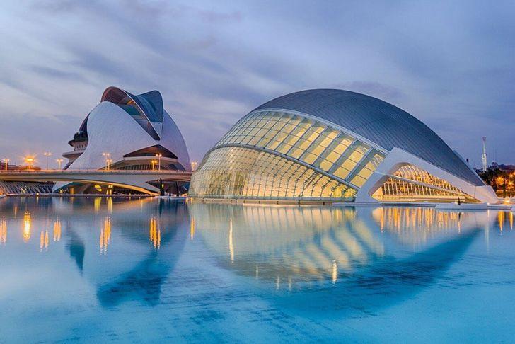 Valencia by papagnoc pixabay